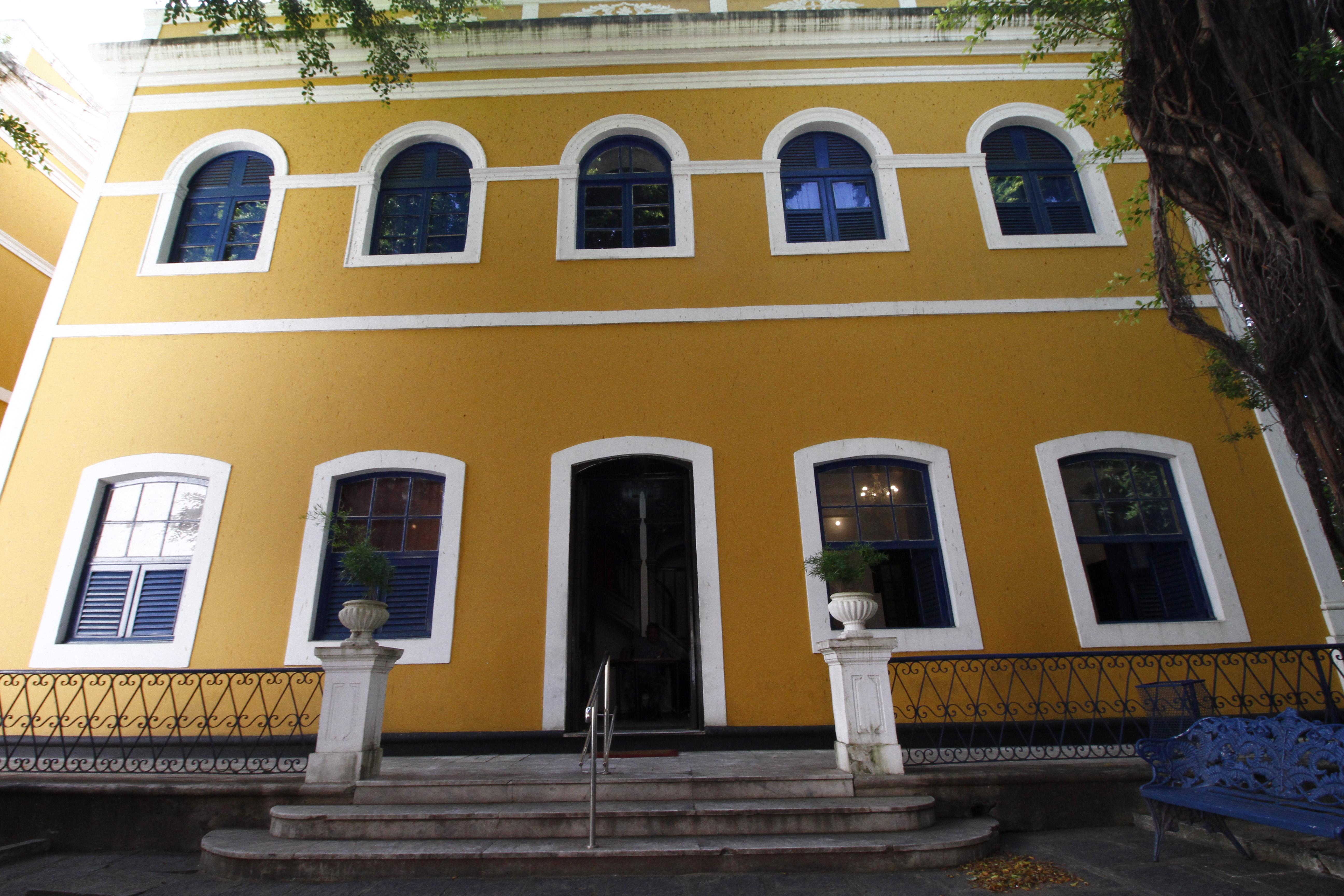 Centro funciona no casarão de número 150 na Rua Benfica. Foto: Leo Malafaia/Esp. DP