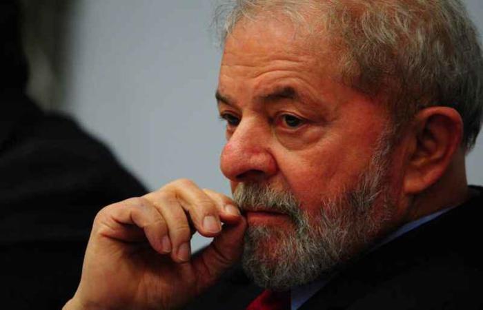 Lula foi condenado pelo Tribunal Regional Federal da 4ª Região a 12 anos e um mês de prisão por corrupção e lavagem de dinheiro  ((foto: Luis Nova/Esp. CB/D.A Press))