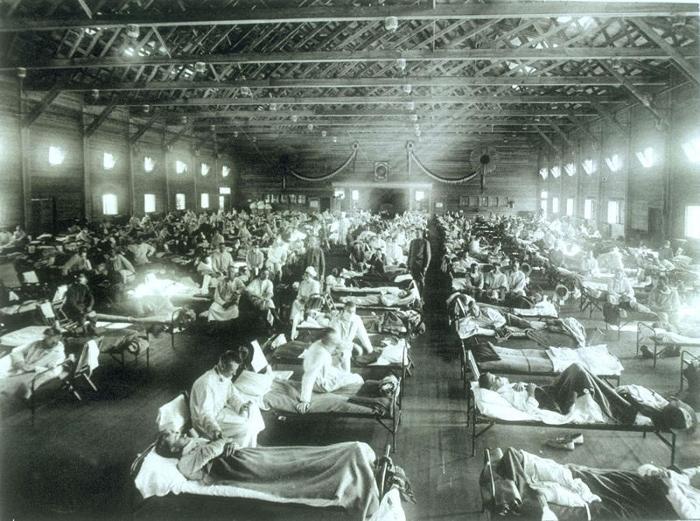 Hospital militar de Emergência,no Kansas, Estados Unidos, durante uma pandemia de gripe Espanhola. Crédito: U.S Army (Crédito: U.S Army)