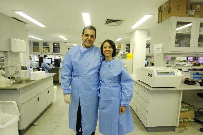 Lindomar Pena e Adalúcia Silva pesquisam atualmente vírus da influenza em suínos em Pernambuco. Crédito: Thalyta Tavares/DP (Crédito: Thalyta Tavares/DP)