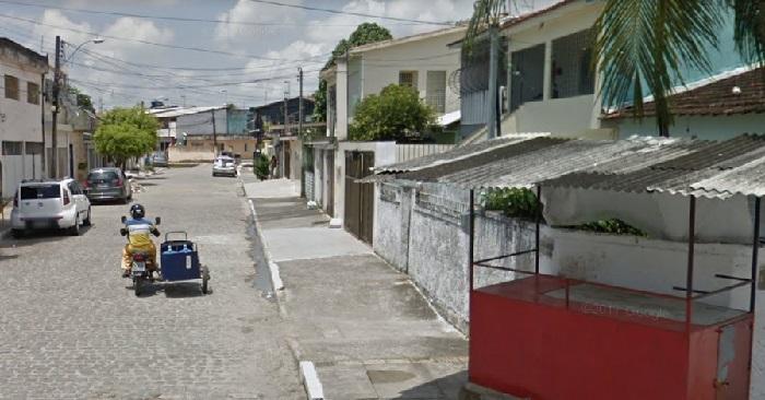 Vítima do linchamento foi perseguida desde o terminal do Engenho do Meio até a Rua Amarante. Imagem: Google StreetView (Set2015)