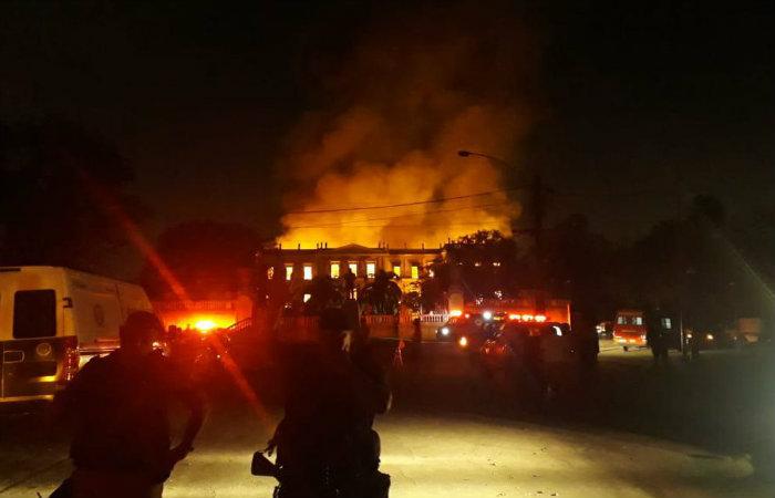 Incêndio atinge prédio do Museu Nacional do Rio de Janeiro, na Quinta da Boa Vista, na zona norte da cidade. Foto: Vitor Abdala/ Agência Brasil