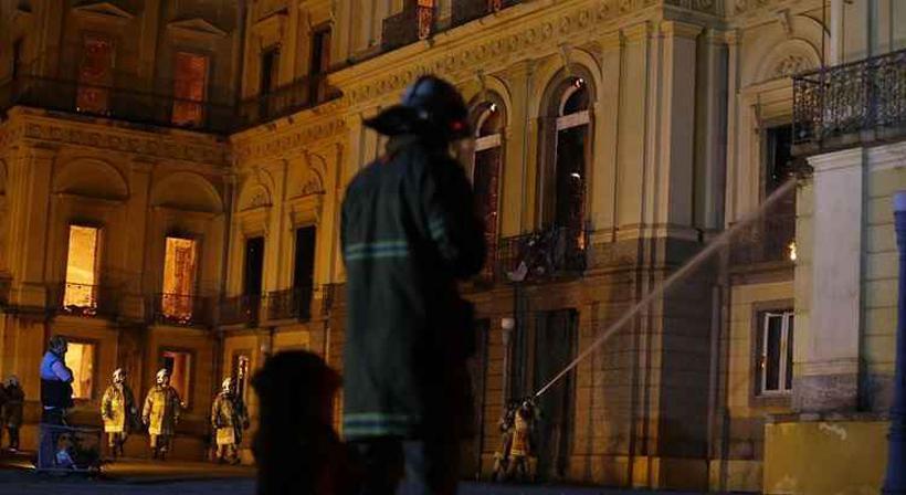 Incêndio de proporções ainda incalculáveis atingiu o Museu Nacional do Rio de Janeiro, na Quinta da Boa Vista, em São Cristóvão, na zona norte da capital fluminense. Foto: Tânia Rego/Agência Brasil