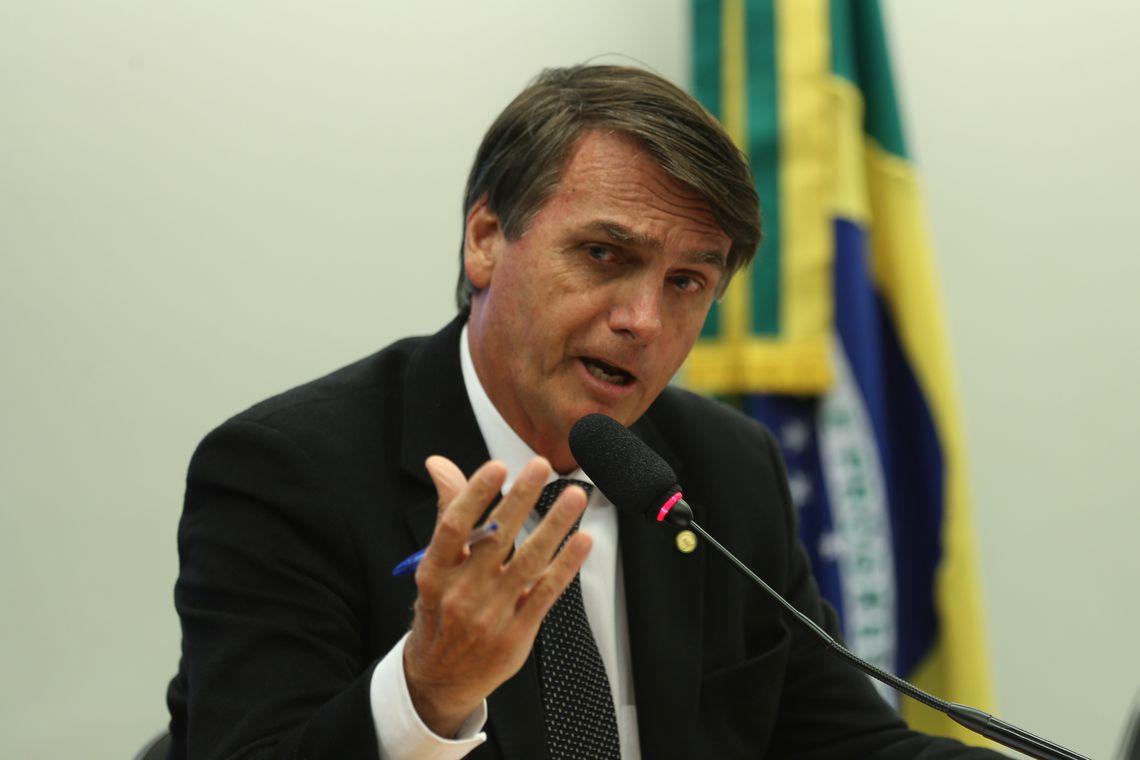 Bolsonaro falou antes de se reunir com empresários do setor de seguros, no Rio. Foto: Fabio Rodrigues Pozzebom/ Agência Brasil