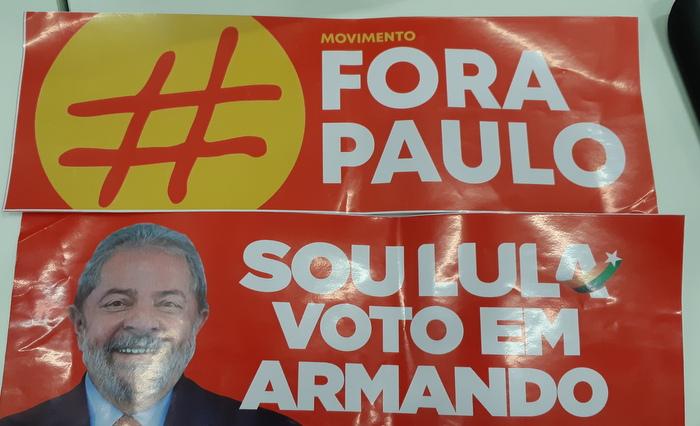 Luciano Duque faz campanha pró-Armando e usa nome de Lula e cores do PT em material publicitário. Foto: Aline Moura/DP