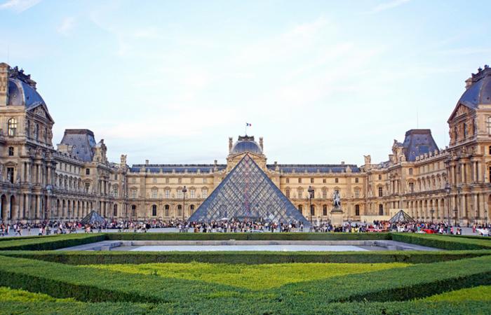 No Louvre, todos os dias, a equipe verifica o parque de 2 mil extintores e gerencia os dispositivos de alarme. Foto:  Reprodução/Flickr