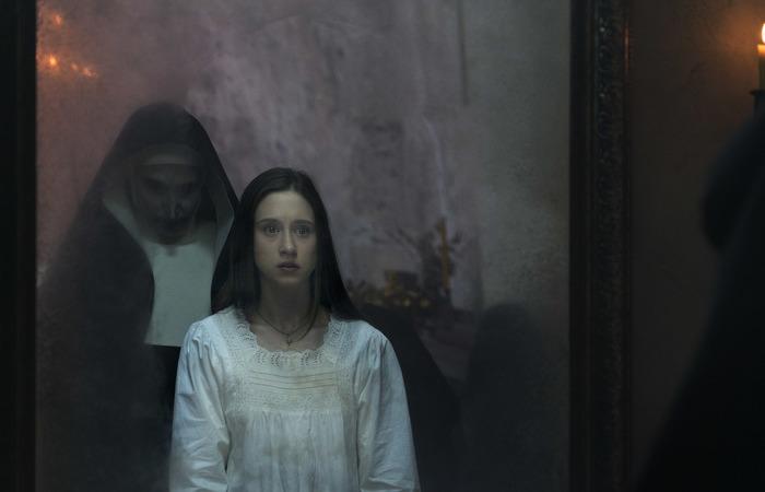 """""""Eu sou uma pessoa muito sensível, muito assustada. Eu não queria Valak (a freira demoníaca do filme) assombrando minha mente"""", conta a atriz. Foto: Warner Bros./Divulgação"""