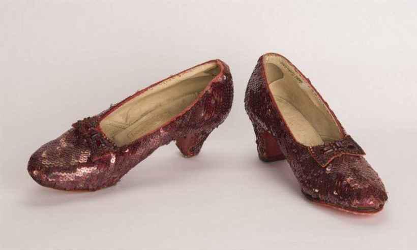 Os sapatos vermelhos usados por Dorothy em 'O Mágico de Oz' voltaram ao seu lugar de origem. Foto: Reprodução/FBI