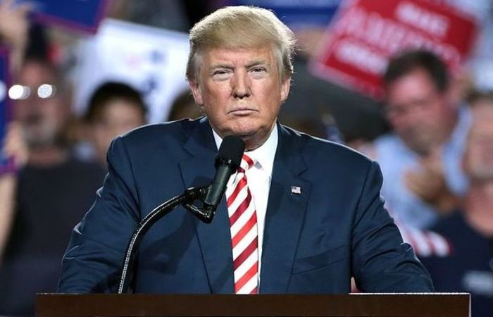 """""""TRAIÇÃO?"""", tuitou Trump, em resposta ao artigo de opinião intitulado """"Sou parte da resistência dentro da administração Trump"""", que denunciou que seu próprio staff o vê como um perigo para a nação. Foto: Reprodução/Internet"""