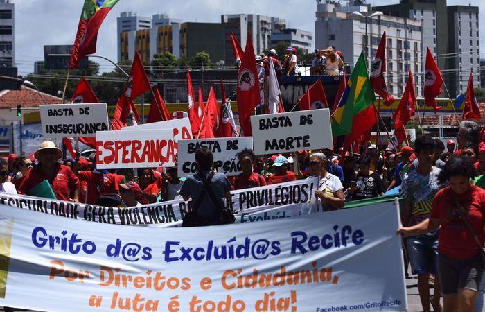 Mobilização saiu da Praça do Derby e circulou por toda a Avenida Conde da Boa Vista. Foto: Paulo Paiva/DP