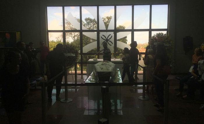 Velório está acontecendo no cemitério Morada da Paz, em Paulista. Foto: Alice Sousa/DP (Foto: Alice Sousa/DP)