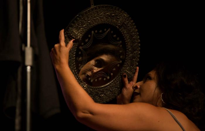 A peça Pagu discute a evolução do papel da mulher. Foto: Rayra Martins/Divulgação