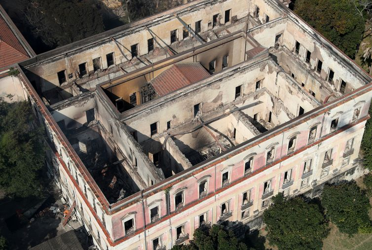 Vista aérea do Museu Nacional do Rio de Janeiro. Prédio e acervo foram destruídos por incêndio. Foto: Ricardo Moraes/Reuters/Direitos Reservados