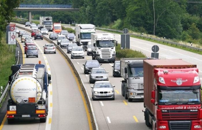 O segmento de veículos, motos e peças (3,4% ante julho) sustentou a alta de agosto, aponta a Serasa Experian. Foto: Reprodução/Pixnio