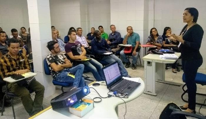 Mais de 500 profissionais participaram das aulas gratuitas de matemбtica e portuguкs. Foto: Rachel Motta-Sempetq/Divulgaзгo