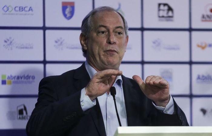 Ciro Gomes também reafirmou que é preciso revogar a PEC do teto de gastos para que se possa investir na saúde e na educação. Foto: José Cruz/ Agência Brasil