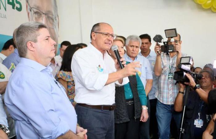 Geraldo Alckmin, em Betim (MG), afirmou ser inacreditável o lançamento de Haddad 'na porta de uma penitenciária' (foto: Ciete Silvério/Divulgação )