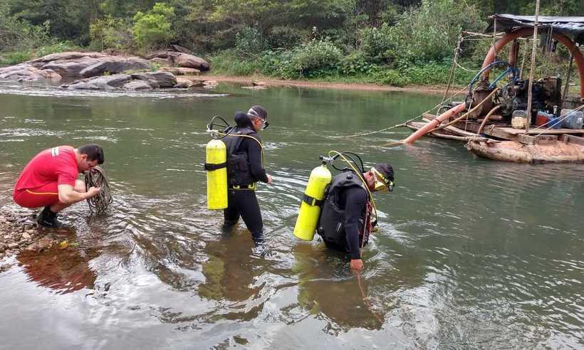 Bombeiros de Itabira trabalharam durante todo o dia para resgatar o corpo. Foto: Divulgação/Corpo de Bombeiros