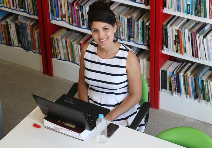 A advogada Adna Freitas, 28 anos, passa sete horas por dia nas dependências estudando para concurso. Foto: Gabriel Melo/DP