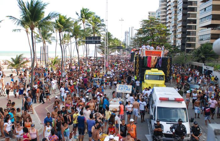 Parada acontece na Avenida Boa Viagem. Foto: Arquivo/DP