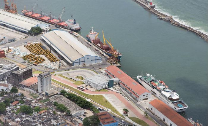 Dragagem que permitirá o atracamento de navios maiores aguarda licitação. Foto: Flavio Costa/Porto do Recife/Div (Foto: Flavio Costa/Porto do Recife/Div)