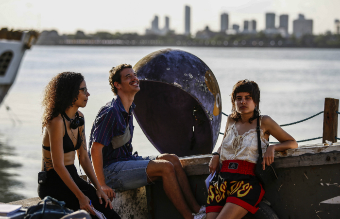 Gustavo Patriota (centro) interpreta Breno, enquanto Amanda Beça (direta) será Penha. Foto: Paulo Paiva/DP