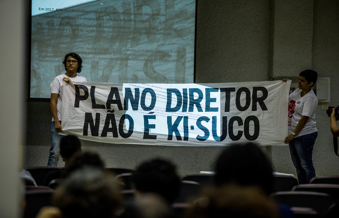 Protesto realizado durante audiência. Foto:Camila Pifano/Esp DP