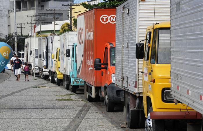 Caminhoneiros pararam os trabalhos em maio em defesa da redução no preço do diesel. Foto: Edvaldo Rodrigues/DP/D.A Press.