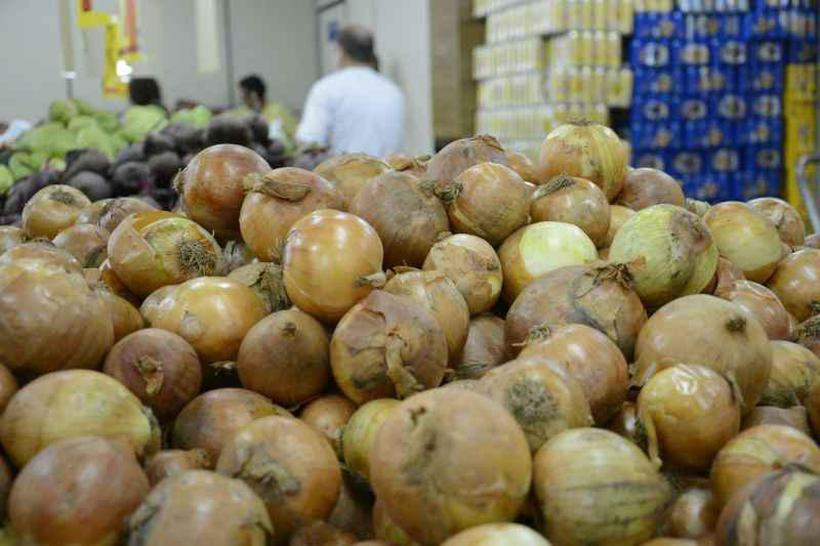 Os preços de alguns alimentos no supermercado foram os responsáveis pela diminuição na taxa. A cebola, por exemplo, teve taxa de -18,51%. Foto: Andre Violatti/Esp. CB/D.A Press