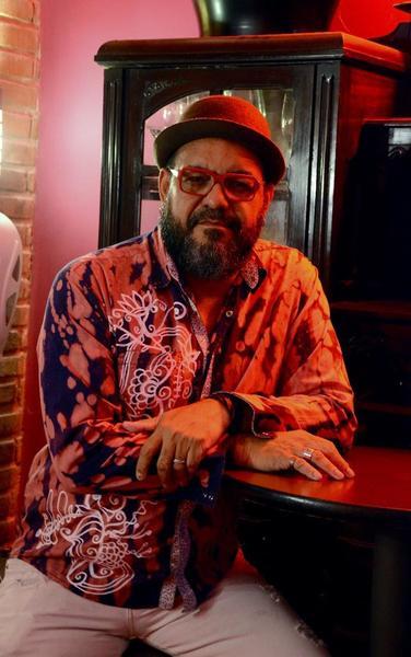 No disco Pela Contramão, Mazo divide parceria com alguns compositores pernambucanos. Foto: Divulgação