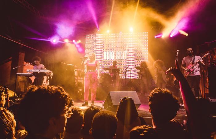 Pernambucana Duda Beat cantou músicas do seu primeiro álbum, Sinto Muito - Foto: Helena Yoshioka/Divulgação