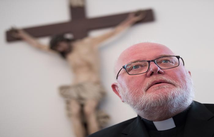 """""""Não é simples falar de abusos sexuais nas Igreja, mas não devemos desanimar diante do desafio"""", declarou recentemente o presidente da Conferência Episcopal, Reinhard Marx. Foto: Arne Dedert / dpa / AFP"""