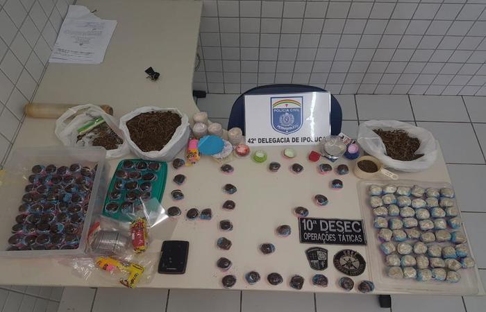 Foram encontrados 450g de maconha e 146 doces produzidos com a erva como ingrediente - Foto: Polícia Civil/Divulgação