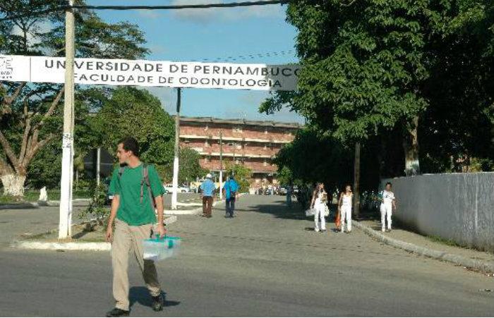 Estudantes e professores denunciam que são assaltados ao se dirigir a parada de ônibus em frente ao prédio da faculdade. Imagem: Arquivo/DP