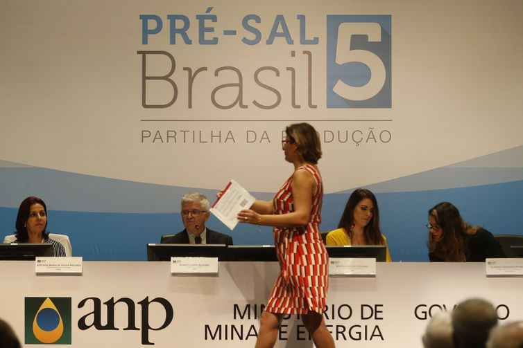 Com o leilão de hoje no  Rio, União arrecadará R$ 6,820 bilhões em bônus de assinatura e contratou investimento previsto de R$ 1 bilhão. Foto: Tânia Rego/AgenciaBrasil
