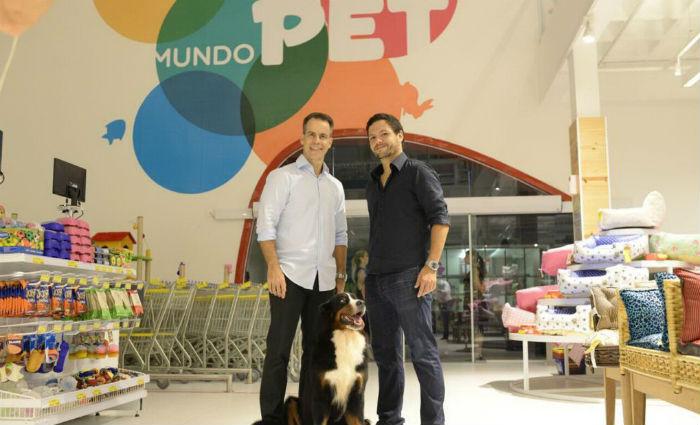 André Bastos e o sócio Alain Michel: espaço destinado a entretenimento, onde a venda é uma consequência. Foto:Mundo Pet/Divulgacao