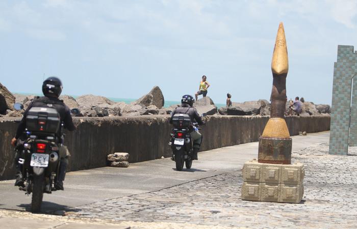 Policiais motorizados estão fazendo rondas na área. Imagem: Nando Chiapetta/DP