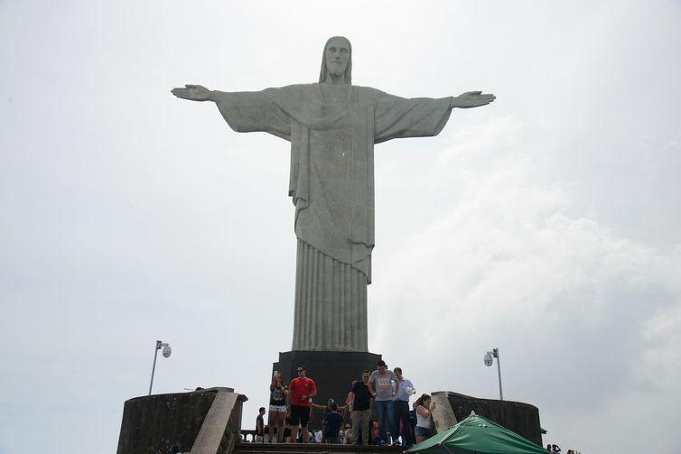 Ponto turístico dos mais visitados no Rio, Cristo Redentor ganhará hoje iluminação na cor rosa. Foto: Arquivo/Agência Brasil/ Tomaz Silva