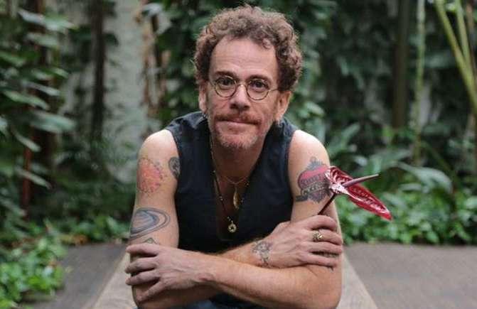 Nando Reis traz de volta a contestação ao rock nacional. Foto: Carol Siqueira/Divulgação