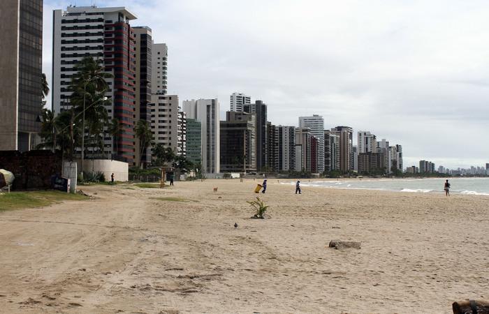 Engorda da praia de Jaboatão completou cinco anos e garantiu uma faixa de areia. Foto: Julio Jacobina/DP