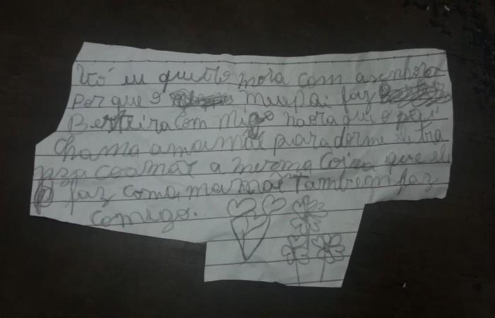 No bilhete, a criança pede para morar com a avó e fala sobre o abuso sexual do padastro. Foto: Reprodução/Internet