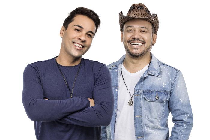 Jailson Santos e Ramon Costa, que fizeram parte do período de maior sucesso do grupo, comandam o show. Foto: Padang Promoções/Divulgação