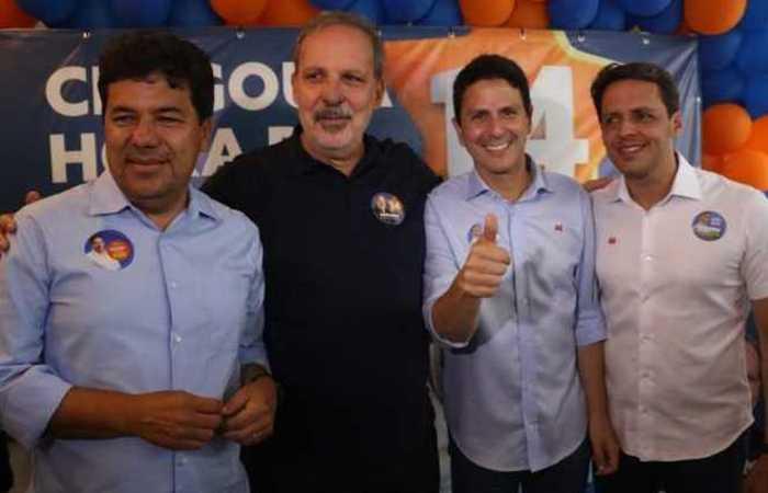 Os candidatos ao Senado Mendonça Filho e Bruno Araújo durante café da manhã oferecido pelo candidato ao governo do estado, Armando Monteiro. Foto: Gabriel Melo/Esp. DP