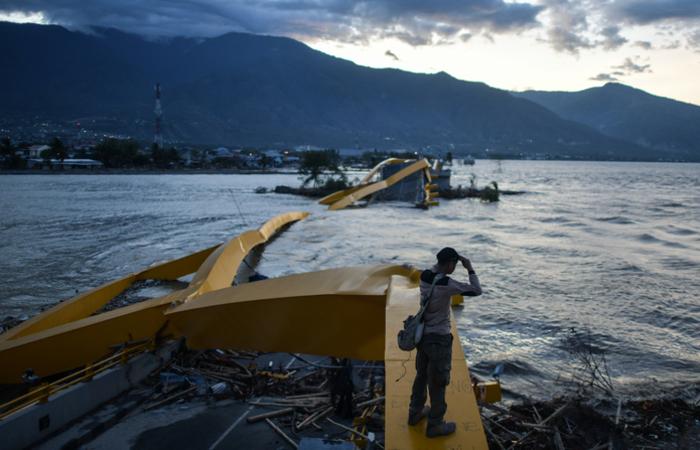 As equipes de emergência encontraram 1.944 corpos na cidade de Palu e em seus arredores. Foto: MOHD RASFAN / AFP