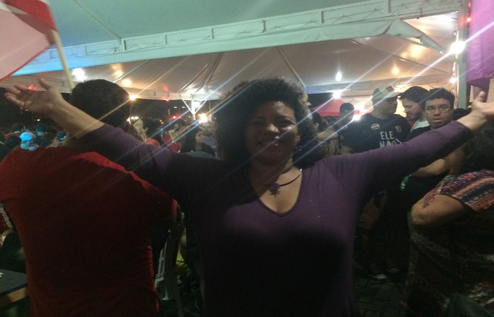 Dani Portela (PSol) festejou o resultado das urnas. Foto: Thaina Nogueira/DP