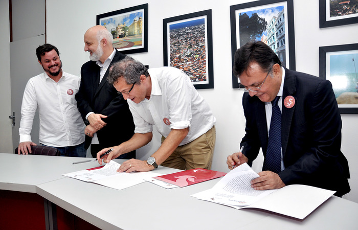 Foto: Divulgação/Unicap. O acordo prevê ainda o desenvolvimento de cursos, programas, projetos e eventos de interesse comum. (Foto: Divulgação/Unicap)