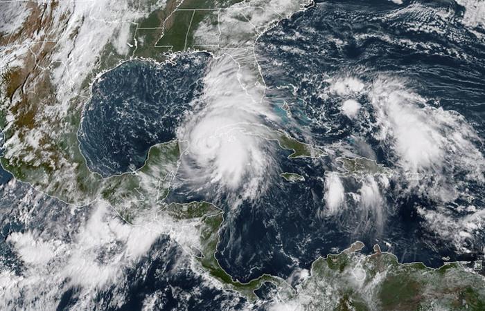 O alerta ocorre após Michael se tornar furacão da categoria 1, com ventos firmes de 140 km/h. Foto:AFP PHOTO / NOAA/RAMMB