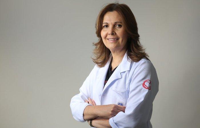 Sandra é graduada em Medicina pela UFPE em 1981 e tem especialização em Cardiologia Pediátrica e Fetal nos Hospitais Royal Brompton e Great Ormond Street de Londres. Imagem: Divulgação