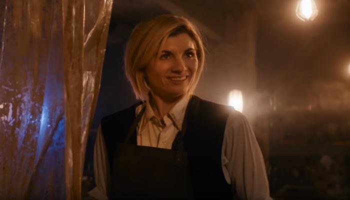 Jodie Whittaker vive a Senhora do Tempo em nova temporada. Foto: Reprodução/Youtube