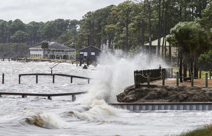 """O furacão Michael atingiu a categoria 4 e se tornou um fenômeno """"extremamente perigoso"""". Foto: MARK WALLHEISER / GETTY IMAGES NORTH AMERICA / AFP"""